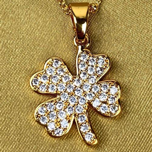 Gold Copper Four Leaf Clover Necklace (closeup)