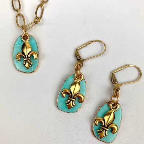 Turquoise Fleur de Lis Earrings Necklace Set (display)